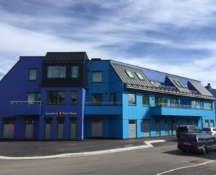 paneļu mājas dzīvokļu nams komerctelpas commercial building apartment house prefabricated house